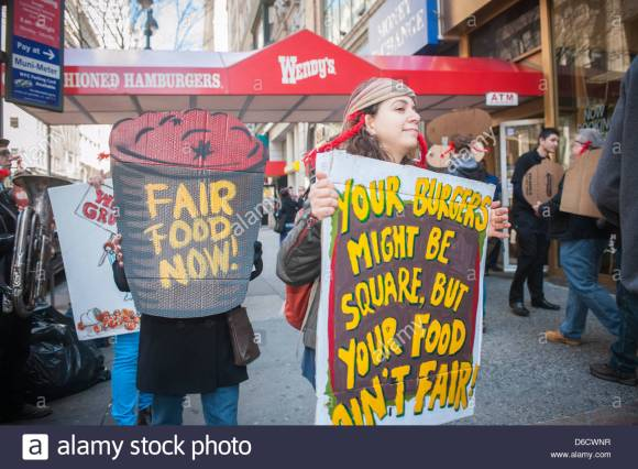 farmworker-protest-in-front-of-a-wendys-fast-food-restaurant-in-midtown-D6CWNR